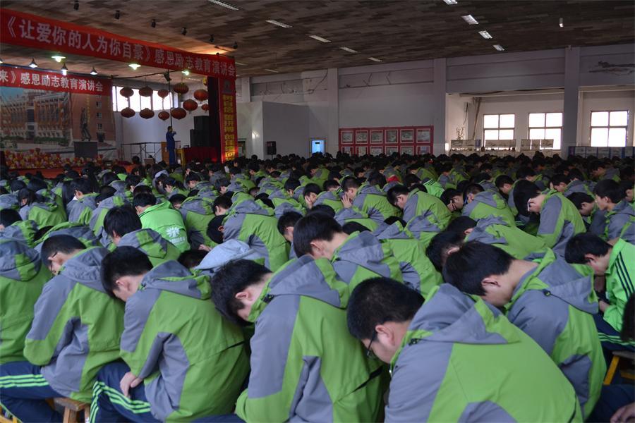 同学们在感恩励志演讲会上反思自己的得与失1111.JPG