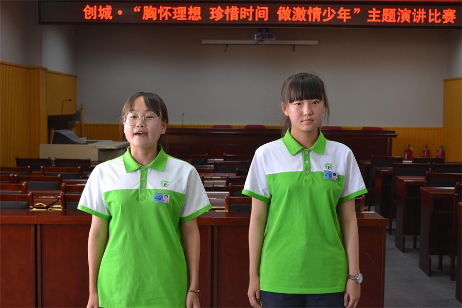 293黄婧、张佳琦演讲《青春有我,逐梦扬威》.JPG