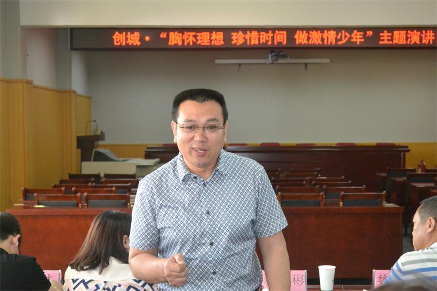 演讲结束后杨建彬主任对全体选手作了点评.JPG
