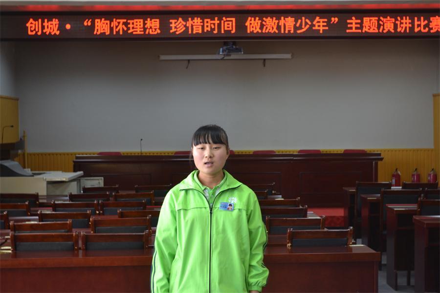 296闫文婧演讲《珍爱青春,让理想点亮未来》.JPG