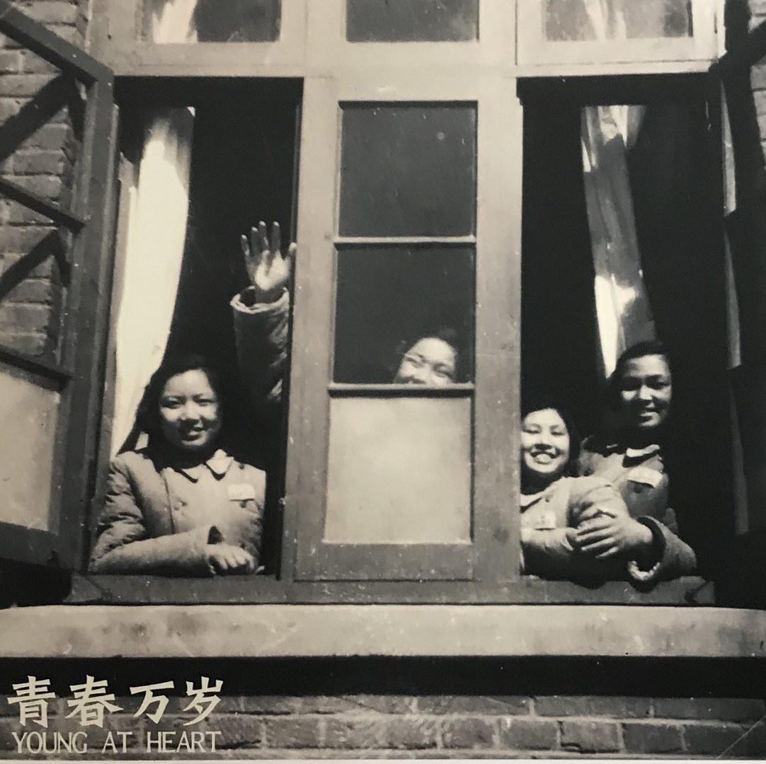 8  1952年,一群十五六的女学生,携笔从戎,从奔赴东北。.jpg