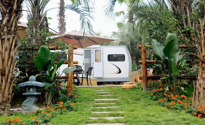 趣探途玩-高端度假营地-成都棕榈世界房车露营地