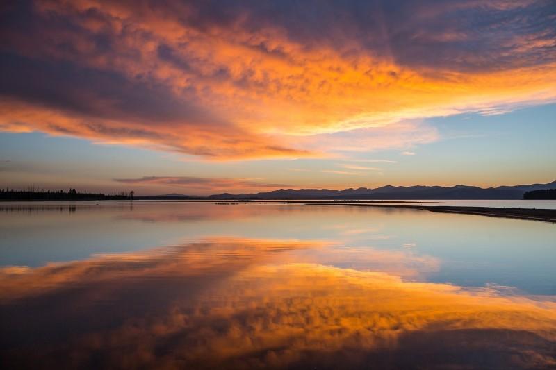 sunrise-1618711_1920.jpg