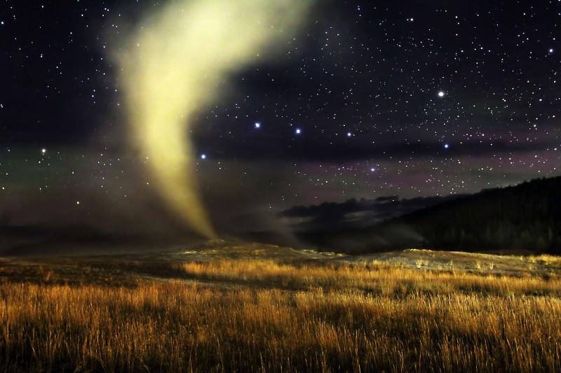 _Old_Faithful_geyser_.jpg