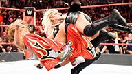 女子三对三组队赛,小魔女布里斯结盟米琪·詹姆斯卫冕有望!《WWE RAW 2018.02.20》