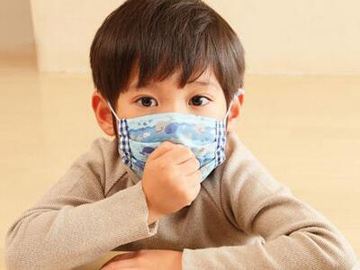孩子  咳嗽  口罩.jpg