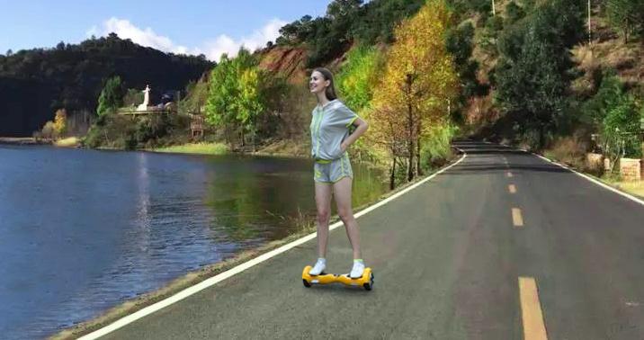 湖边骑行骑客平衡车