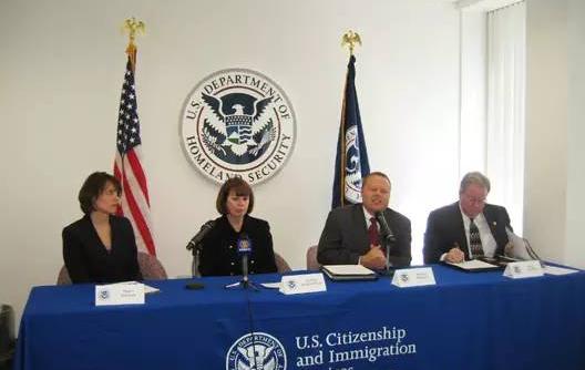 美国移民局主任照片.png