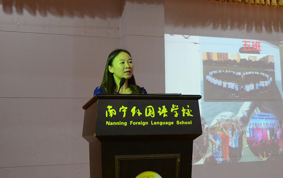 初二年级负责人余昆湘老师介绍年级情况.jpg