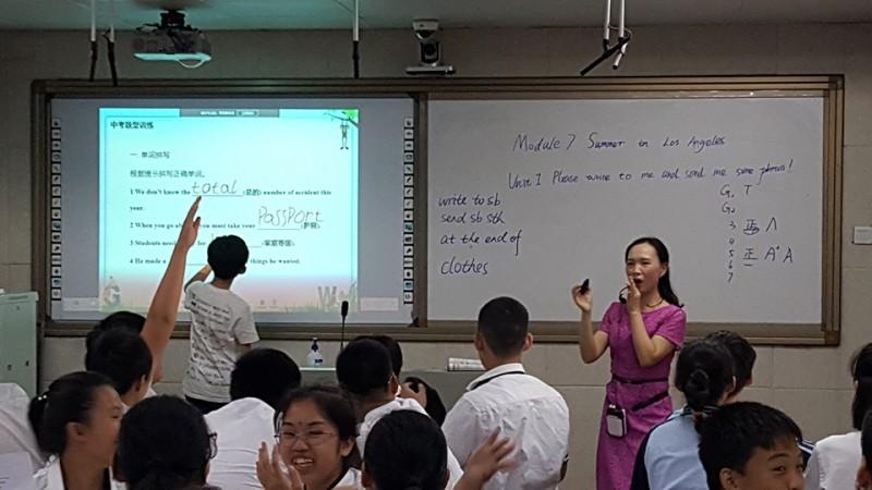 参赛教师余莉老师课堂上学生参与度高,课堂双主体充分体现.jpg