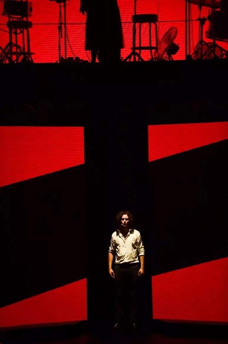 搖滾紅與黑2.jpg