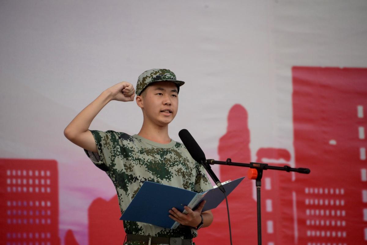 5.学生代表刘书廷领誓.jpg