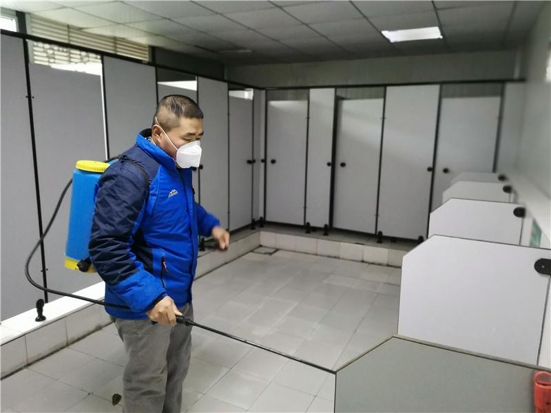 福州地铁6号线2标项目部对公共区域每天消毒处理 .jpg