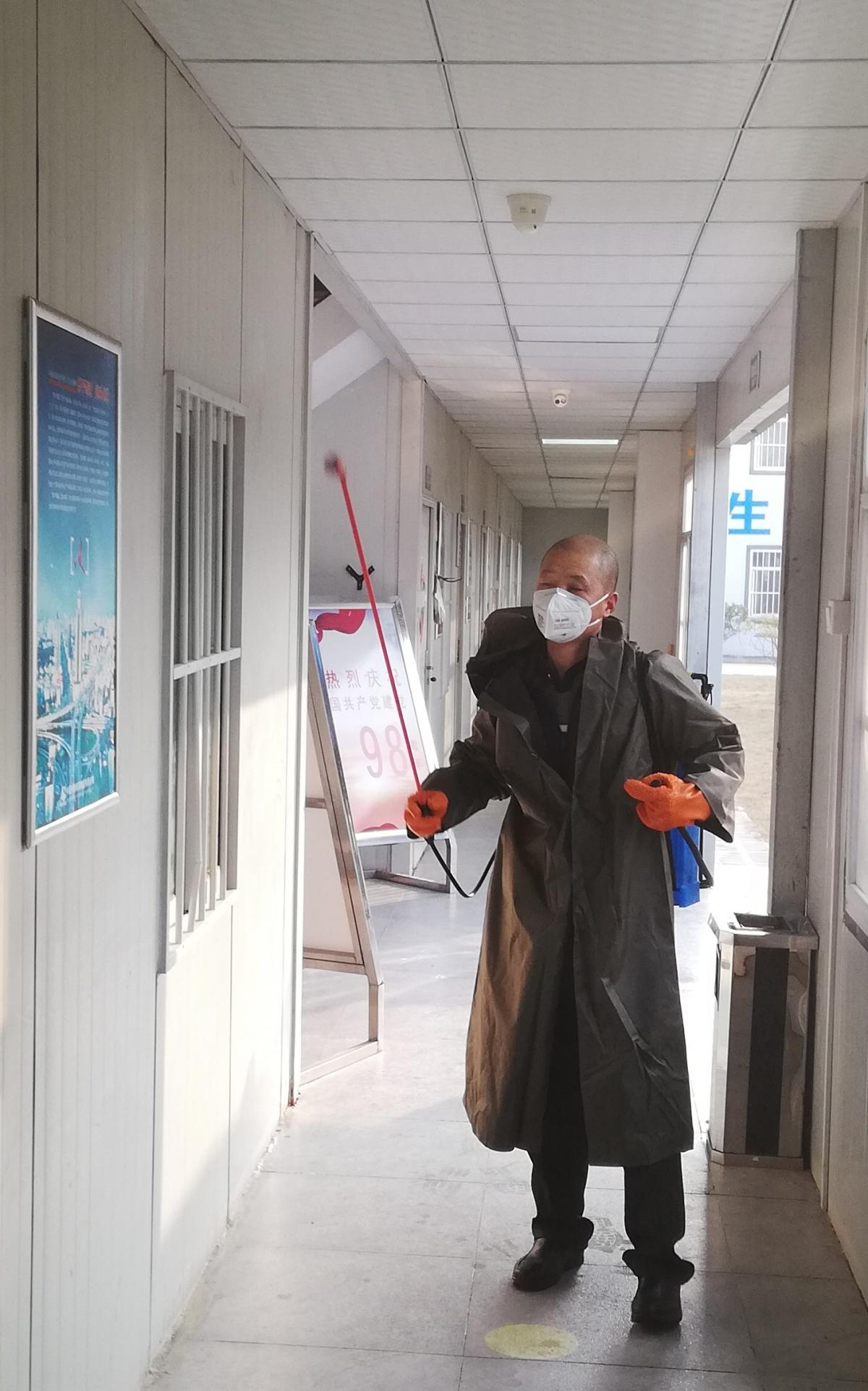 合肥地铁5号线4标项目部例行早上生活区消毒.jpg