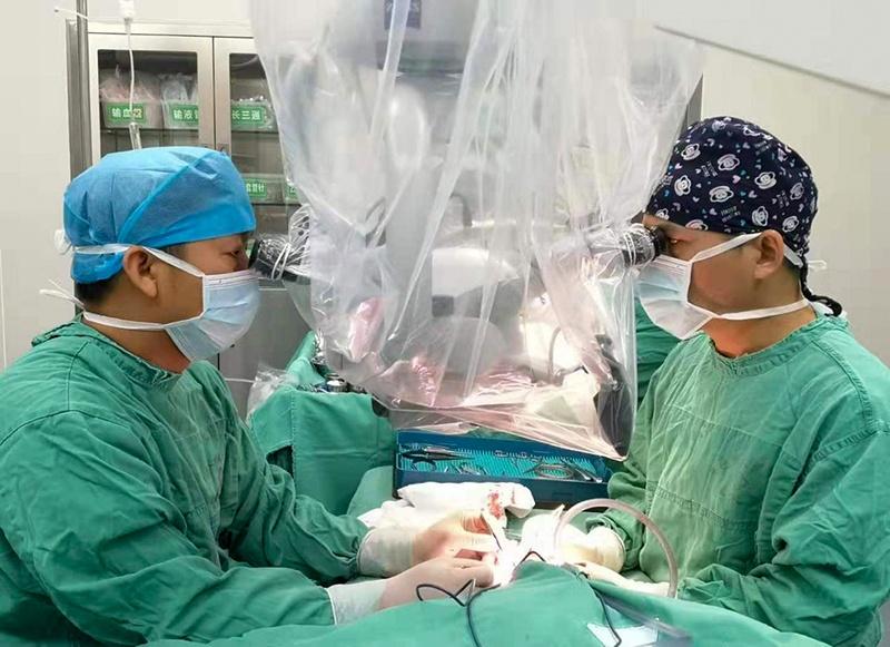 3.手术中图片.jpg