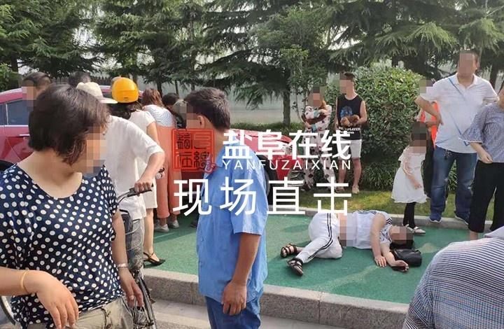 阜��城南突�l��,�膳�子被撞�w,汽��_上�G化��