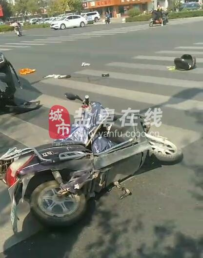 【爆料】中午,阜��城南�善疖��,一爹爹躺在地上。。。