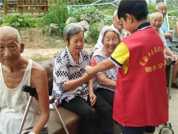 爱家乡衡水分会积极响应寸草心爱老敬老行动号召走进社区养老院