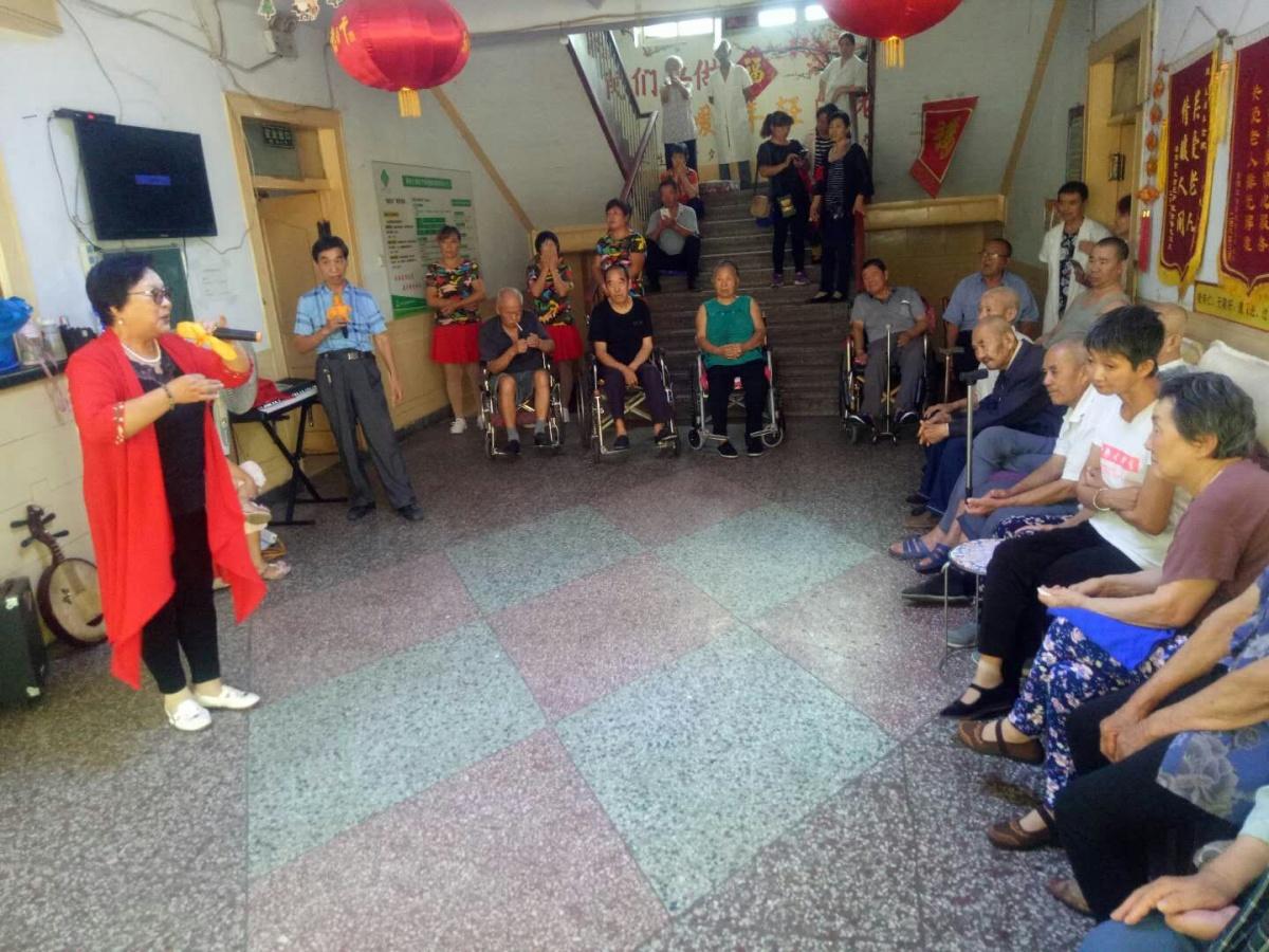 爱家乡志愿者公益联盟衡水分会走社区进养老院为老人献爱心送服务