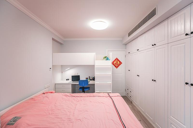 E 卧室b.JPG