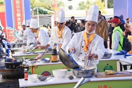 比赛中的厨师1.jpg