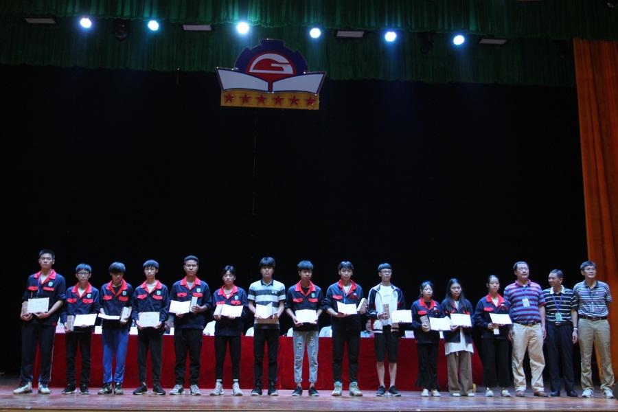 13学生组颁奖.JPG