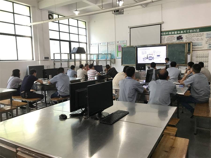 图1(汽车电子技术教研组陈灿明老师讲课).jpg