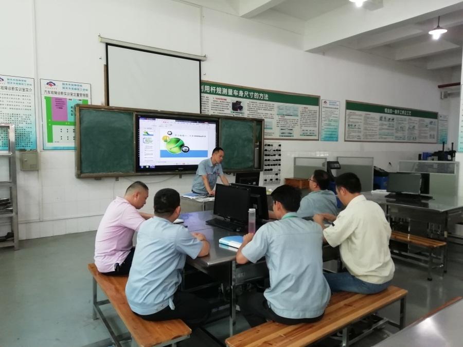 图5(汽车技术服务教研组邓汝林老师讲课).jpg