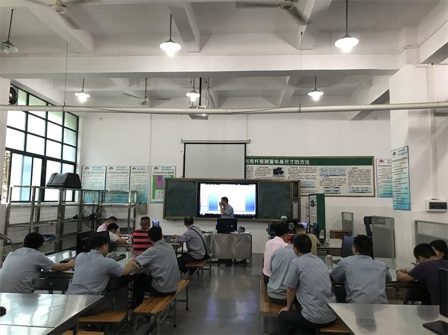 图4(汽车电子技术教研组陈英杰老师讲课).jpg