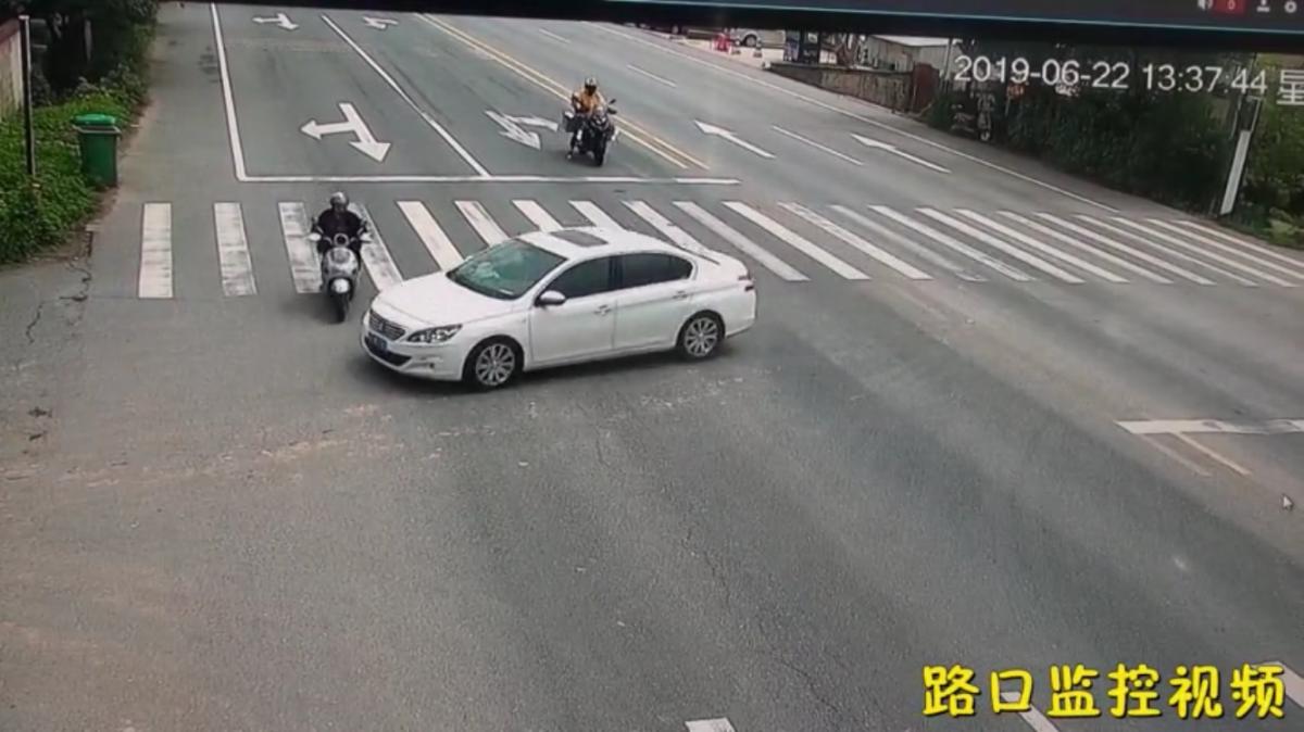 @宁国人 宁国一电动车闯红灯被撞,负全责!!!