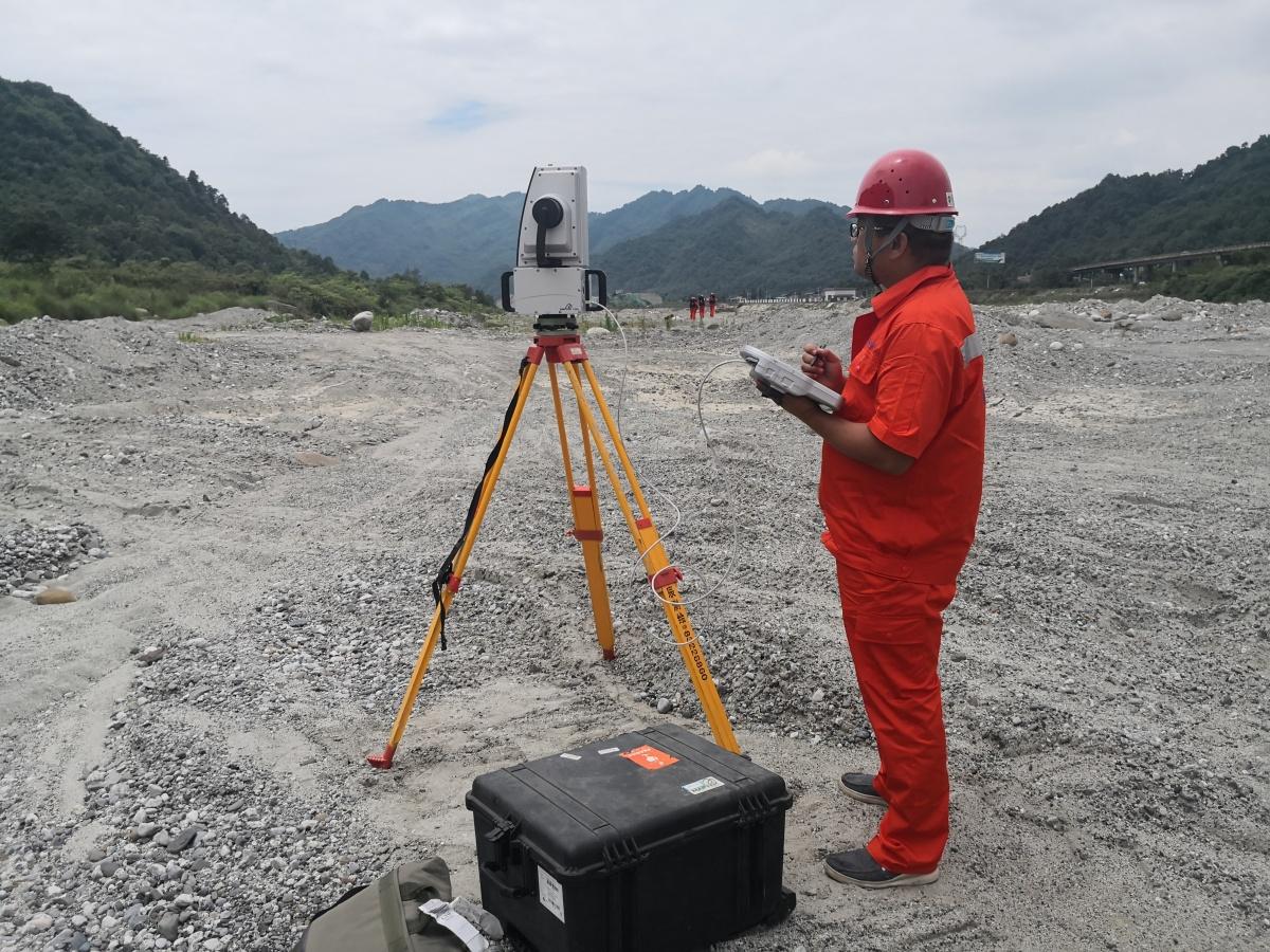 三维激光扫描仪对灾害区域进行地质测绘.jpg