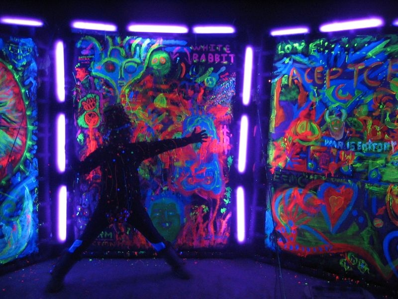 burningman_blacklight_glow_303265_o.jpg