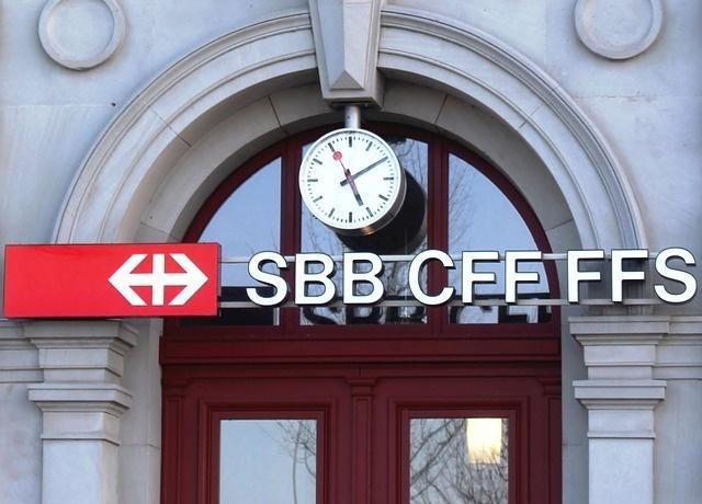 04-Swiss-Railway-Clock.jpg