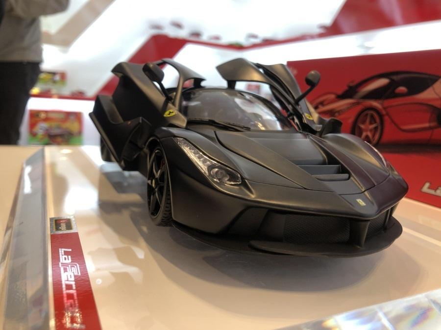 万达公司生产的世界名车---法拉利汽车模型.jpg