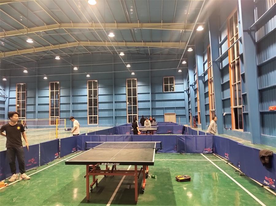 学院乒乓球队有了良好的训练场地.jpg