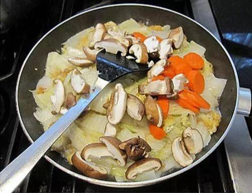 白菜最好吃的做法,不用炖不用煮,2块钱做一大锅,滋补又暖胃!-97资源博客